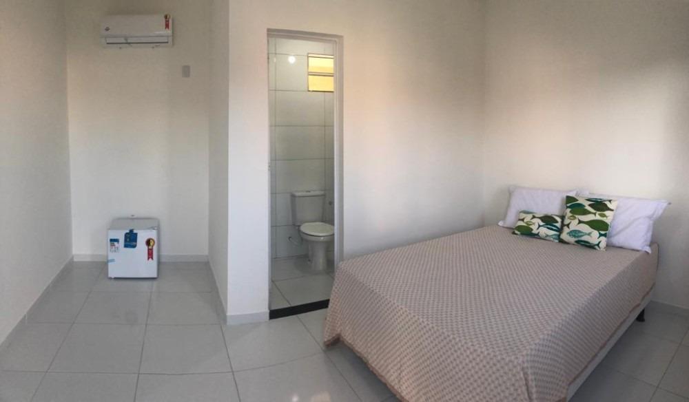 confortaveis suites em arembepe a 3 minutos da praia.
