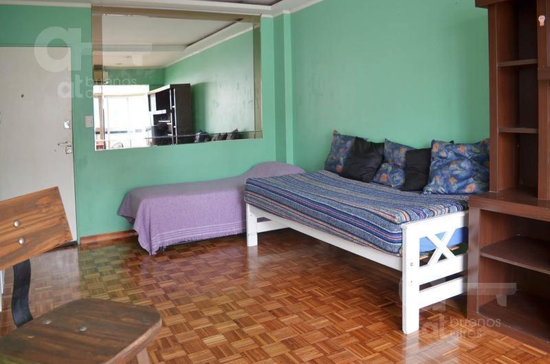 congreso. cómodo ambiente con balcon cerrado. alquileres temporarios sin garantía.