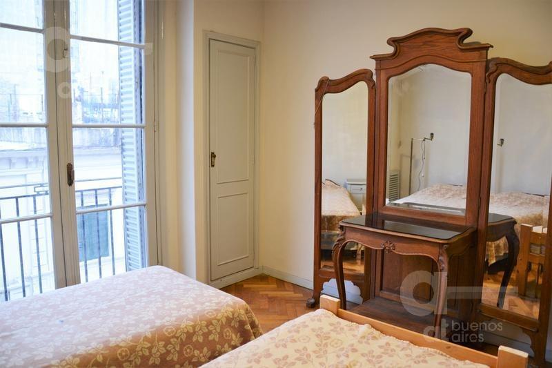 congreso. departamento 3 ambientes con balcón francés. alquiler temporario sin garantías.