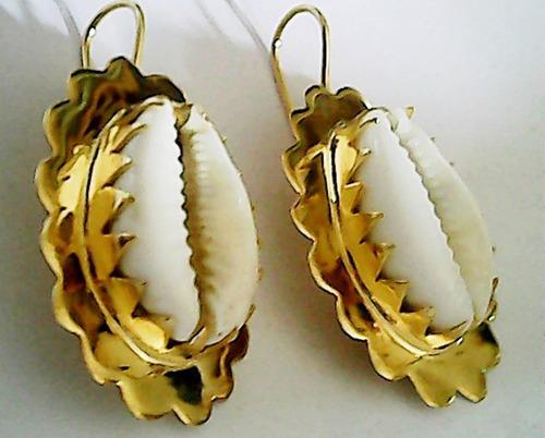 conjunto  brincos 1 pulseira 2 colares buzios