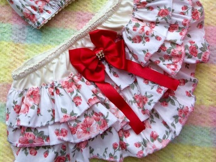 9cb4204a2 Conjunto Bunda Rica Floral Com Fita Vermelha - R  45