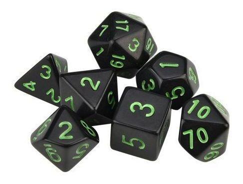 conjunto de 7 dados de rpg preto com números verdes