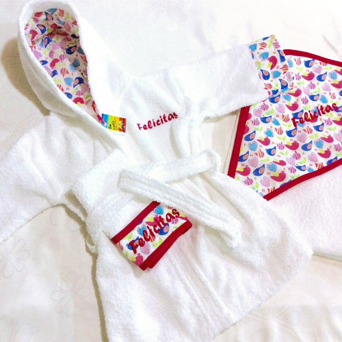 conjunto de bata de baño y toallón de bebé personalizado