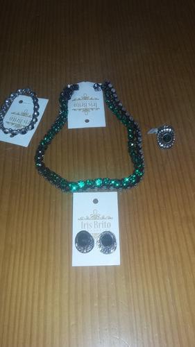 conjunto de bijuterias verde esmeralda rs 150 4 peças.
