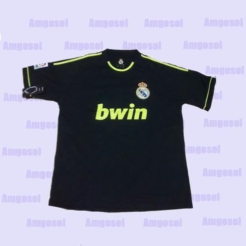 conjunto de camiseta y short del real madrid.