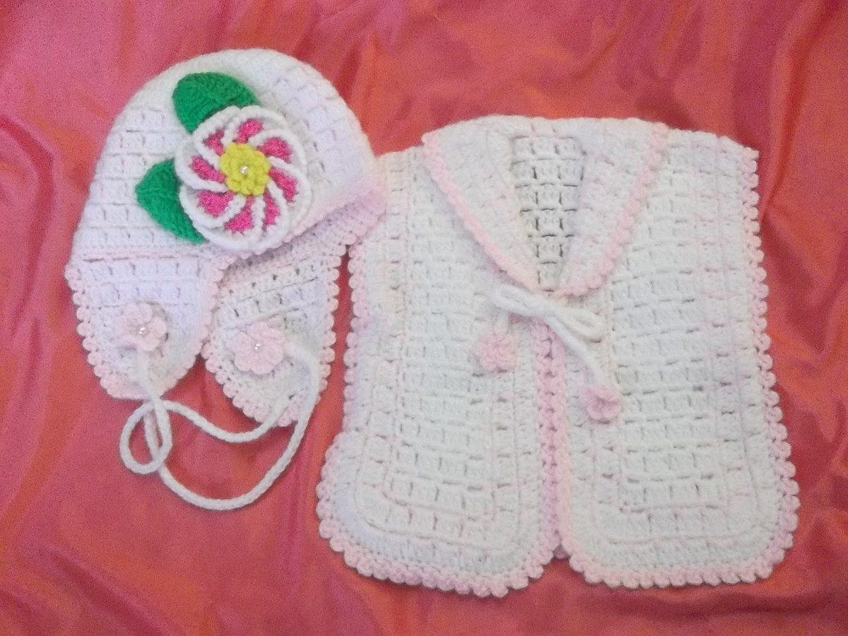 conjunto de chalequito y gorrita tejido a mano para bebe 019