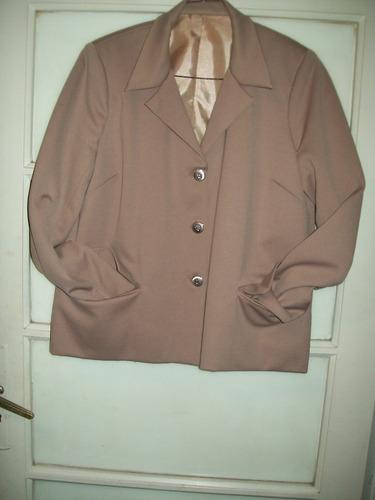 conjunto de dama chaqueta y pantalón color camel talle l