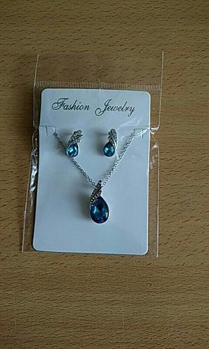 conjunto de jóias com cristal azul e strass