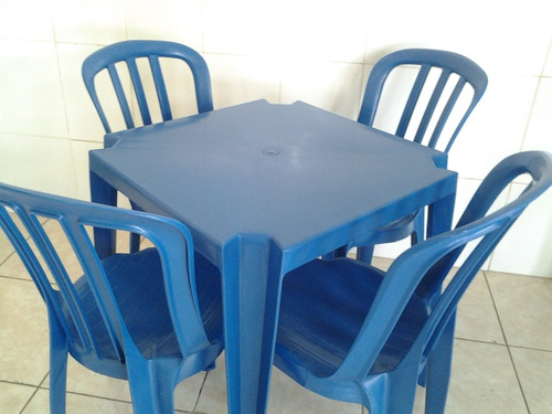 conjunto de mesa com 4 cadeiras de plástico colorido -oferta