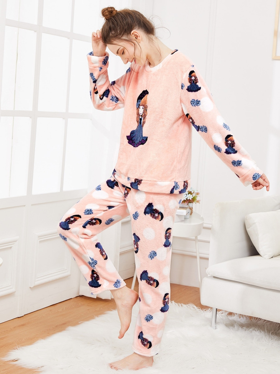 f930385c66 conjunto de pijama con felpa con estampado de niña de dibuj. Cargando zoom.
