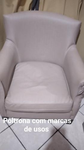 conjunto de sofá com marca de usos o puff