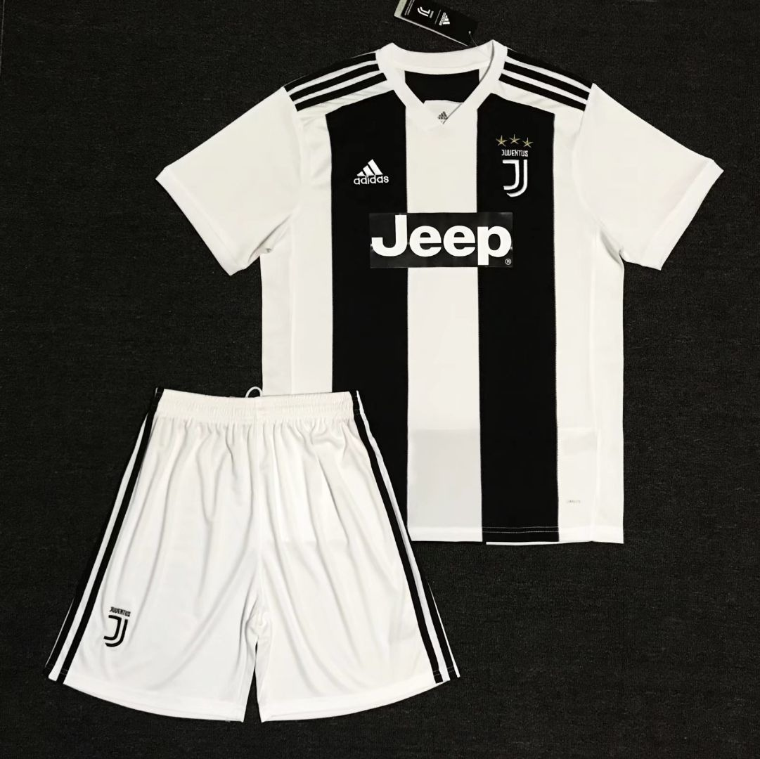 Conjunto Infantil Camisa Shorts Futebol Juventus 2018 - R  160 d7691a32b247f