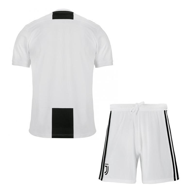 51d6b5070e conjunto infantil camisa shorts futebol juventus 2018. Carregando zoom.