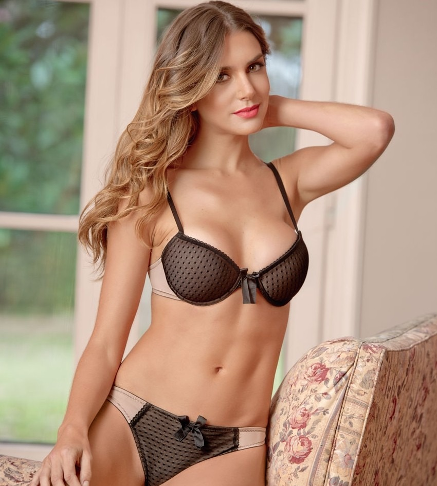 Novia ucraniana hace sexo duro en su casa - Oh Sexo