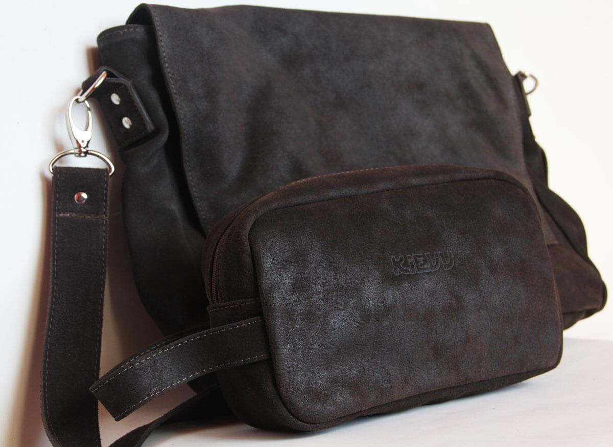 9d402f2ad conjunto masculino de bolsa e necessaire couro rústico café. Carregando  zoom.