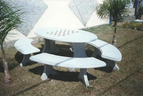 conjunto mesa oval 2,00 m com 4 bancos curvos