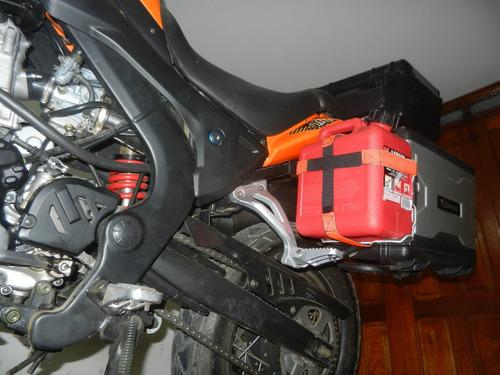 conjunto porta y bidón de 3.9l de combustible  motoperimetro