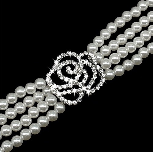 conjunto vestido y collar perlas para esa ocasion especial