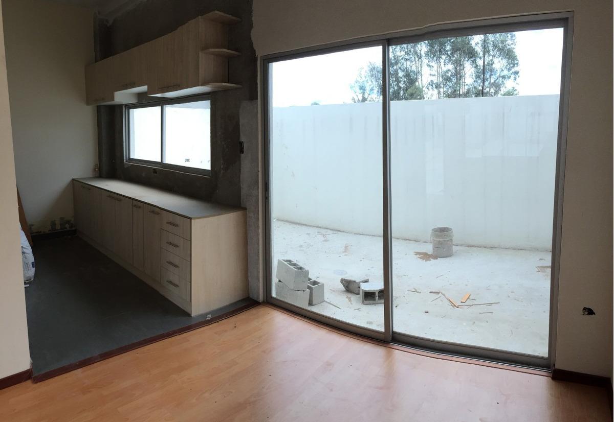 conocoto - venta casa esquinera 2 dormitorios + patio