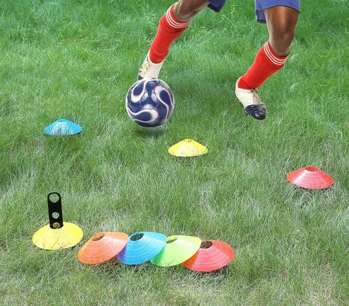 conos entrenamiento fútbol