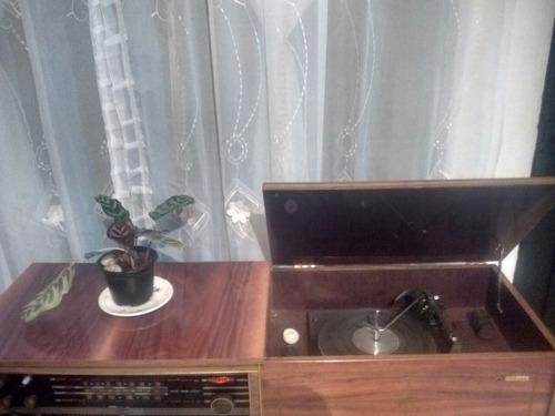 consola antigua de discos de vinilo marca stenius