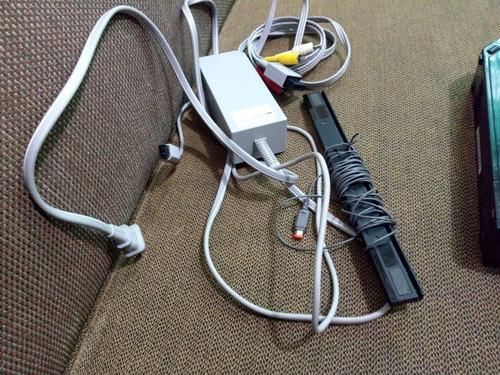 consola wii con cables, sin control, funciona perfectamente.