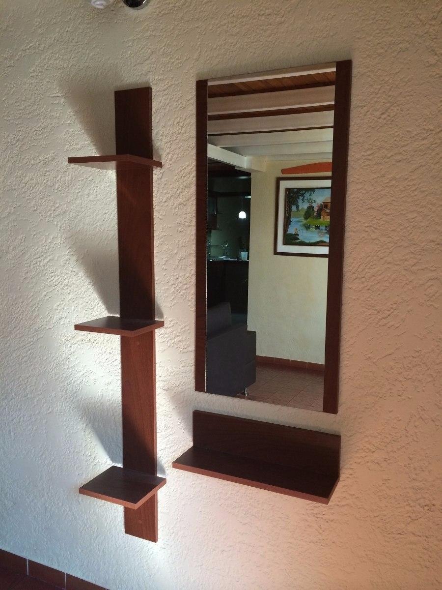 Consolas o recibidores modernos minimalistas con espejo for Recibidores modernos con espejos
