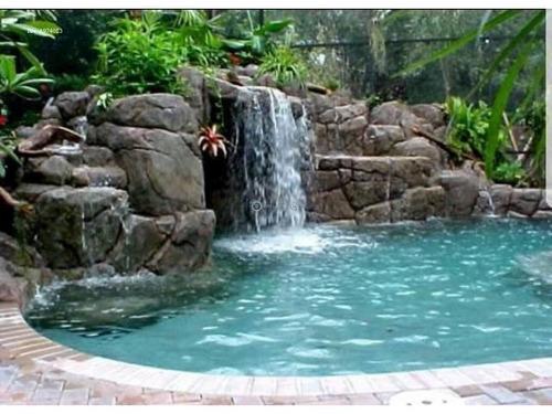 construcción de balnearios acuáticos y monumentales