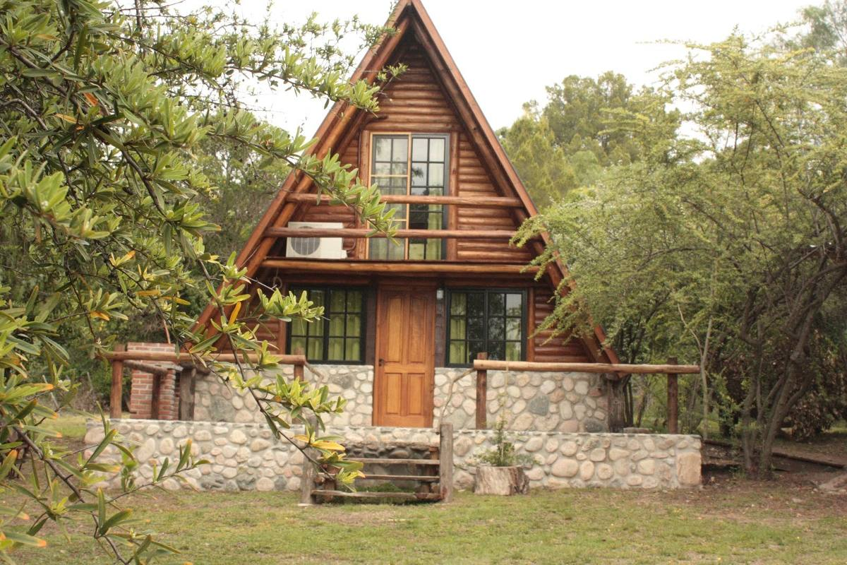 Construcci n de caba as de tronco a medida y en todo el for Modelos de cabanas rusticas