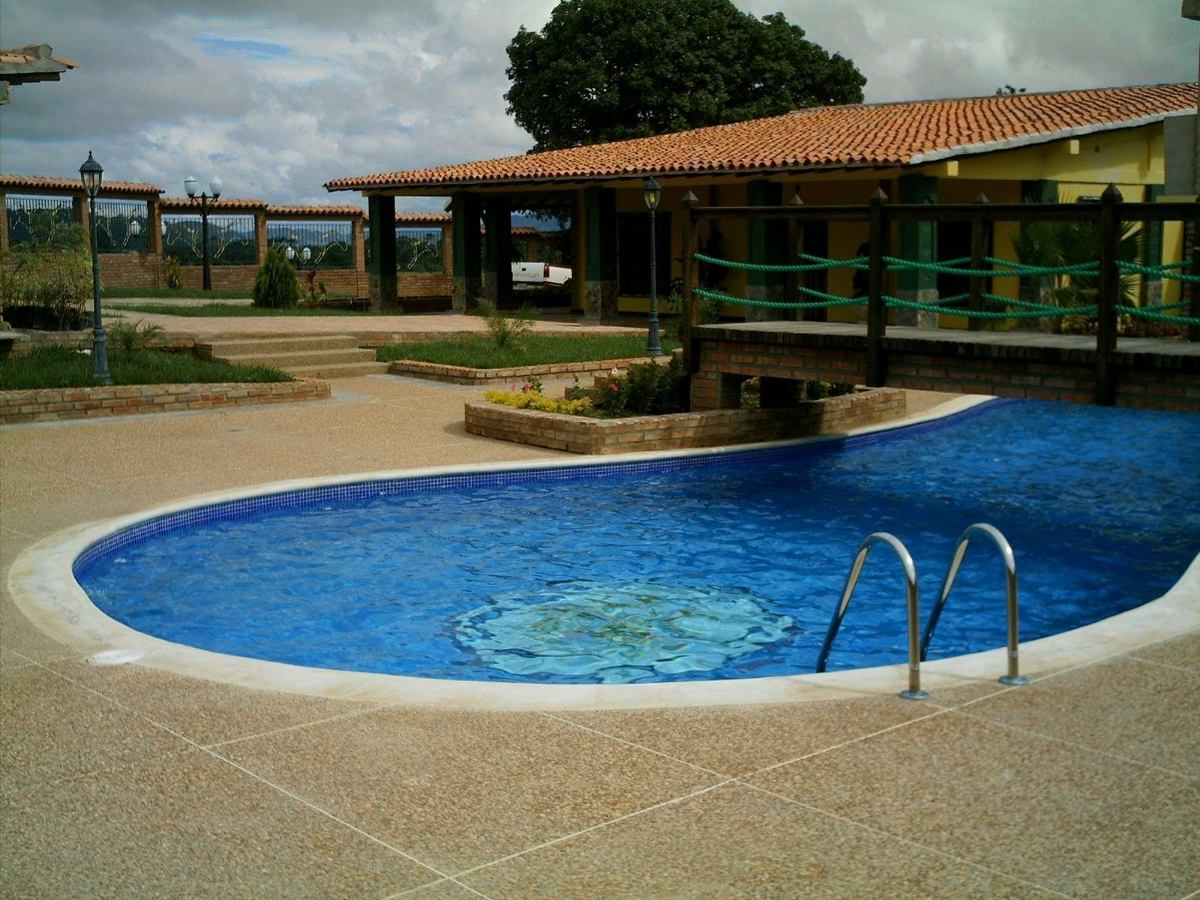 Construcci n de piscinas y equipos de osmosis inversa - Precio construccion piscina ...