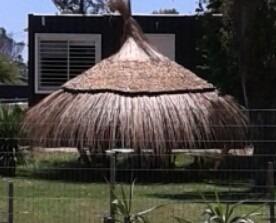 construcción de quinchos, cercos y sombrillas venta de paja