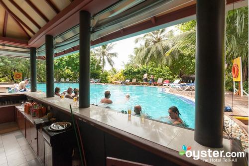 construcción y remodelacion de bar en piscinas y caney,