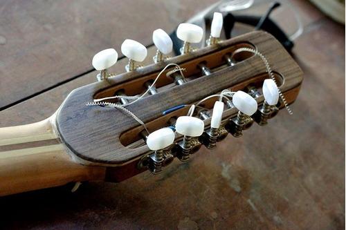 construcción y reparación de instrumentos de cuerda.
