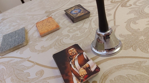 consulta espiritual através do jogo de tarô, cartas e búzios