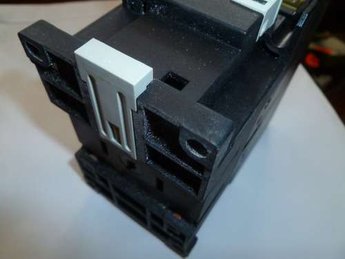 contactor tripolar ge de 80a con bobina 220v 60hz. 690v max
