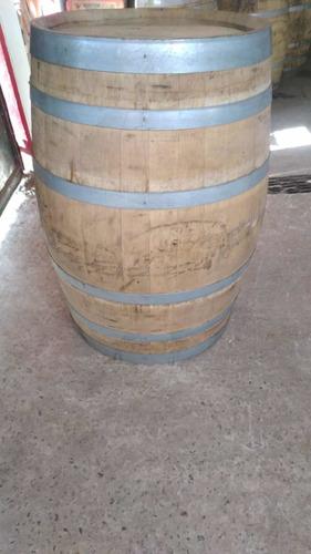 contenedores barricas de roble y barricas enteras