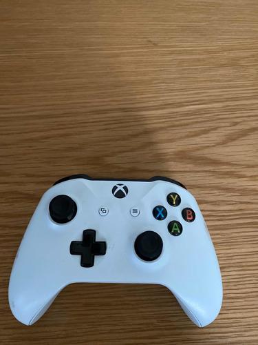 control xbox one blanco en funcionamiento