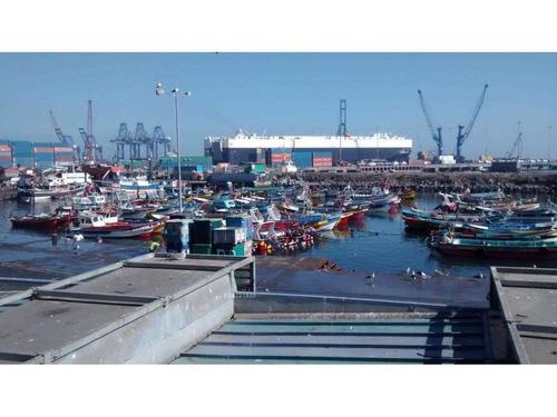 contruccion frente al puerto san antonio ideal para inmobiliaria
