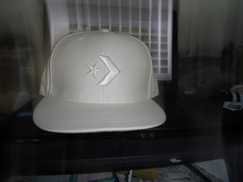 converse gorra color beige con correa ajustable talla unica
