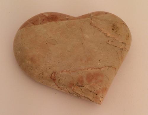 coração de mármore rosa com crema
