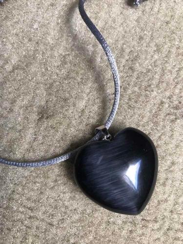 coração de obsidiana pingente