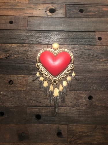 corazón de latón plumas
