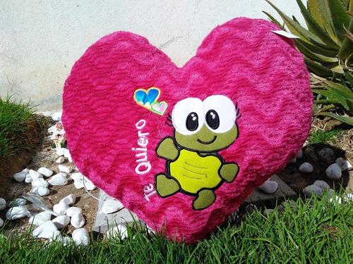 corazon de peluche bordado grande de 55 cms