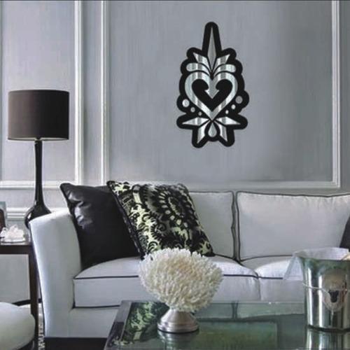 corazón en espejo con marco acrilico negro, minimalistas,creativos y originales
