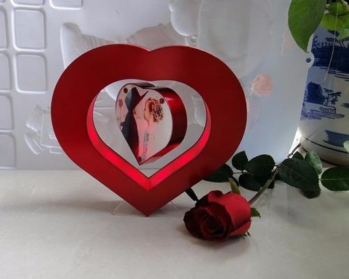 corazon flotante levitante detalles oficina decoracion