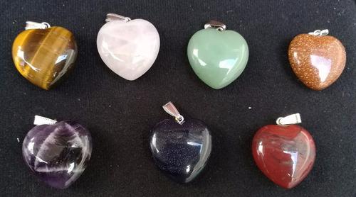corazones en piedras