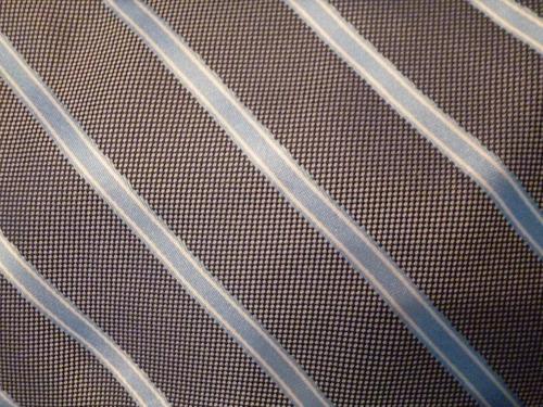 corbata ez gris claro con rayas azul cielo