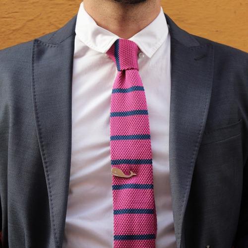 corbata lb textil en color fiusha con azul marino