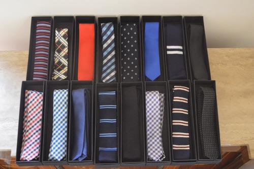 corbata lisa capitello