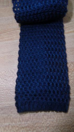 corbatas angostas tejidas terminación recta.